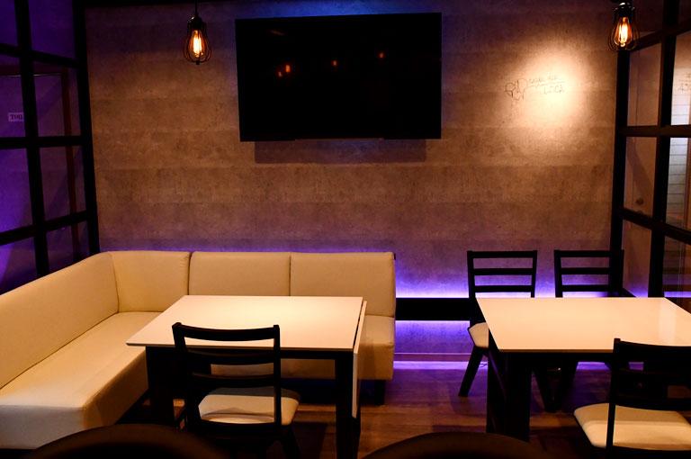Casual Bar LOCA -ロカ-店内の様子